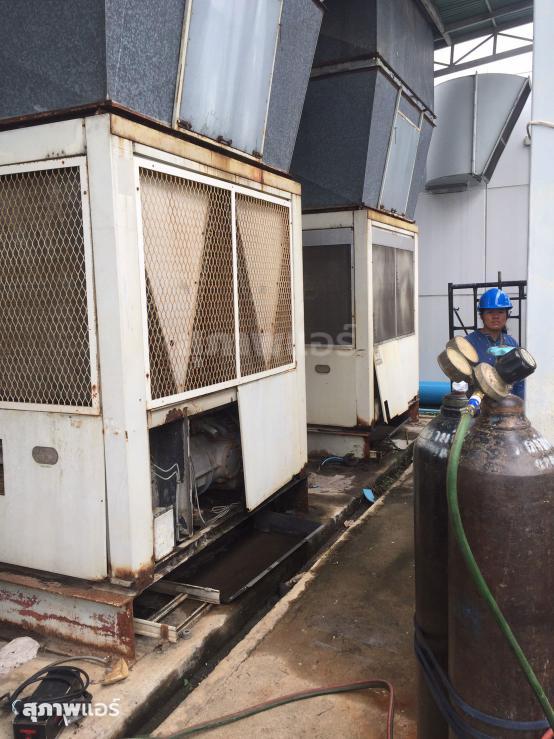 งานรื้อถอนแอร์ชิลเลอร์เก่าระบายความร้อนด้วยน้ำ  (Water Chiller) จากโรงงาน 60 Ton - 80 Ton จำนวน 5 เครื่อง